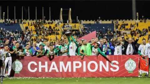 Raja Casablanca lifting the African Super Cup