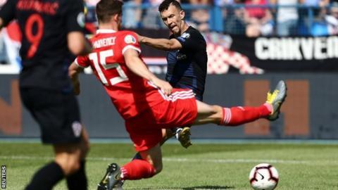 Ivan Perisic scores Croatia's second goal