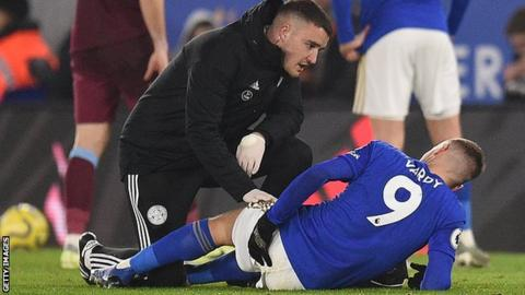 Jamie Vardy receives treatment on the pitch