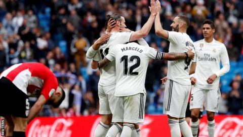 Real Madrid's Karim Benzema (right)