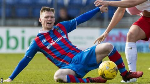 Billy Mckay in Inverness Caledonian Thistle colours