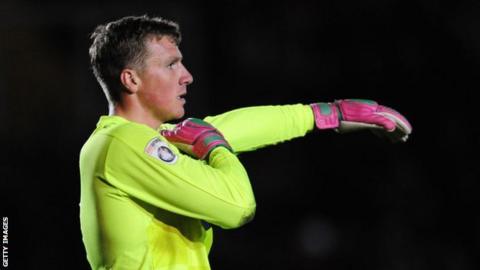 Dagenham goalkeeper Elliot Justham