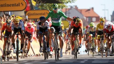 Sagan powers to stage 5 win, Alaphilippe stays in yellow
