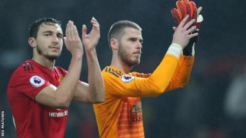De Gea and Darmian applauding fans
