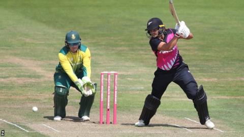 Devine and Bates bat White Ferns to Tri-Series final