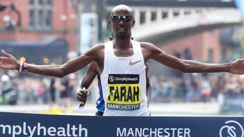 Mo Farah wins the 10km Great Manchester Run