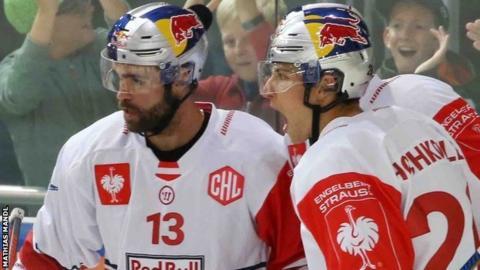 Salzburg celebrate against Devils