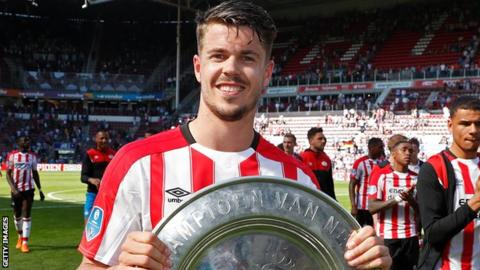 Marco van Ginkel poses with the Eredivisie trophy