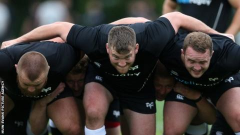 Hugh Gustafson (centre) has played for sides including Ospreys and Dragons