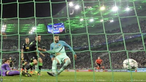 Gerard Pique scores Barcelona's winner