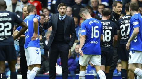 Steven Gerrard speaks to his Rangers players