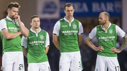 Hibs' Darren McGregor, Lewis Stevenson, Steven Whittaker and Martin Boyle watch as they lose the shoot-out