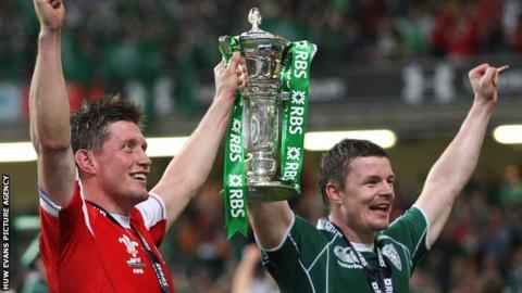 Ronan O'Gara (left) celebrates with Brian O'Driscoll