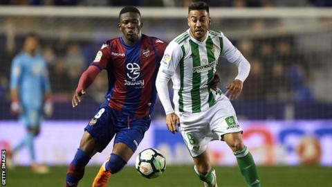 Victor Camarasa in action for Real Betis