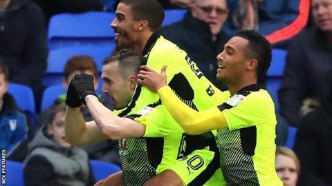 Jordon Mutch celebrates his goal for Reading against Ipswich