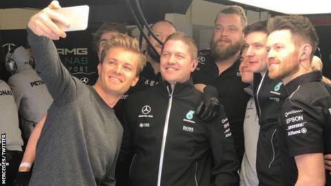 Nico Rosberg takes a selfie with his mechanics