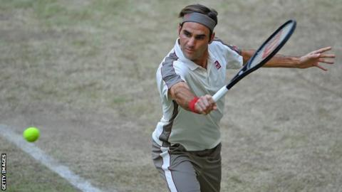 Majestic Federer eases to landmark 10th Halle title