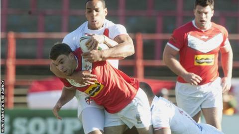 Full-back Elliot Kear has won 24 Wales caps