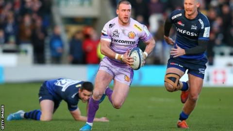 Stuart Hogg runs with the ball