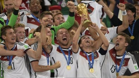 Philipp Lahm lifts the 2014 World Cup