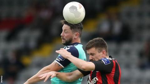 Rory Patterson (left) battles with Bohemians player Dan Byrne at Dalymount Park