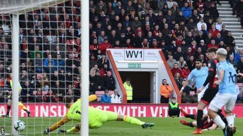 Bournemouth 0-1 Manchester City: Riyad Mahrez sends City back to top