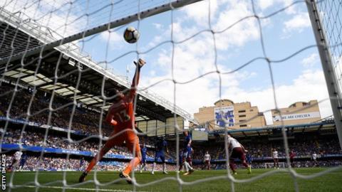 Sam Vokes heads in Burnley's third goal