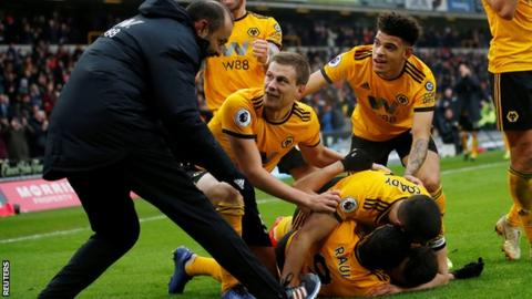 Wolves players and their manager Nuno Espirito Santo celebrate the winning goal against Leicester