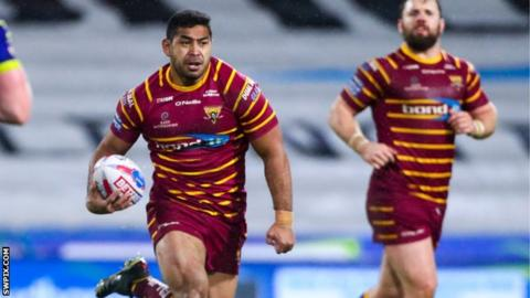Sebastine Ikahihifo runs with the ball for Huddersfield Giants