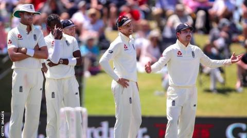 England players look on as they fail to overturn an lbw decision on day three of the first Test against New Zealand