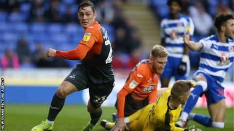 Connor Roberts scores for Swansea against Reading