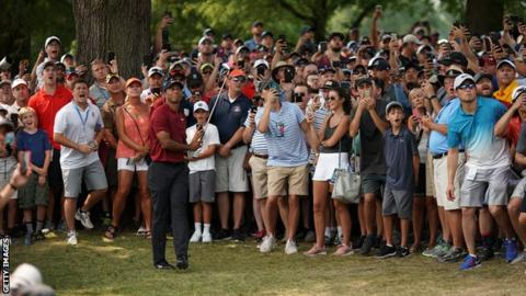 A recap of Tiger Woods' frustrating second round in 22 tweets