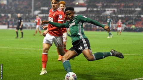 Chiedozie Ogbene in action for Brentford
