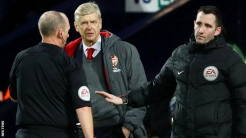 Arsenal manager Arsene Wenger (centre) and referee Mike Dean