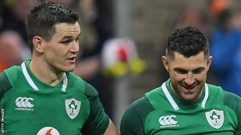 Rob Kearney smiles as Johnny Sexton makes a point after Ireland's win over France last year