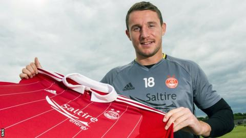Callum Morris signs for Aberdeen