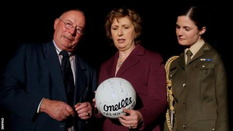 Joe Lennon with the then Irish President Mary McAleese and her aide-de-camp Niamh O'Mahony in January 2009