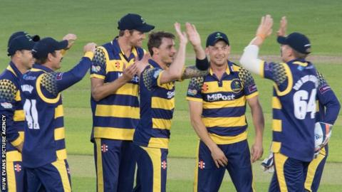 Dale Steyn and Glamorgan celebrate a wicket against Kent
