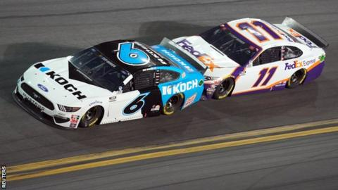 Ryan Newman leads Denny Hamlin at the Daytona 500