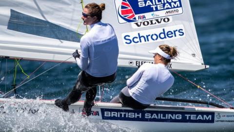 Hannah Mills and Eilidh McIntyre win 470 World Championship title in Japan