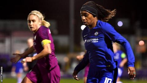Crystal Dunn playing for Chelsea Ladies