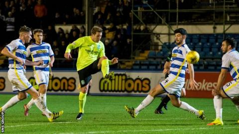 Kris Commons made his Hibs debut against Greenock Morton at Cappielow