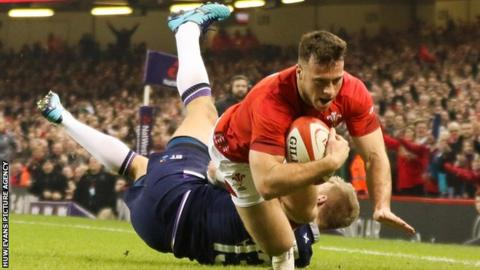 Gareth Davies dives over for a try in Wales' 2018 Six Nations match against Scotland