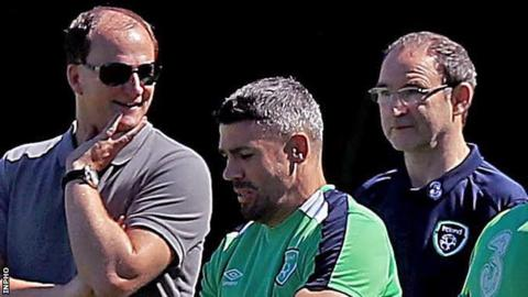 Martin O'Neill (right) watches Walters working with the Republic's medical staff on Thursday