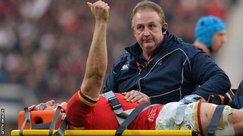 Sam Warburton gives the thumbs up after being injured at Twickenham during the 2016 Six Nations
