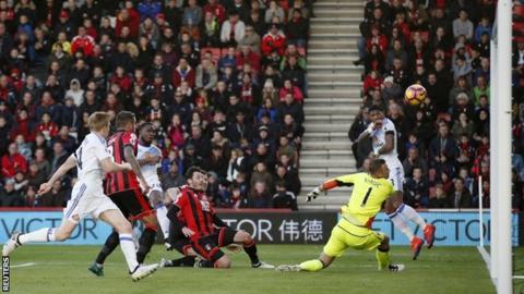 Victor Anichebe scores for Sunderland