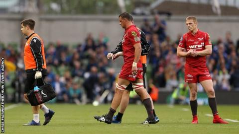 Aaron Shingler limps off