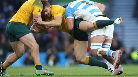 Australia's Drew Mitchell is tackled by Argentina flanker Pablo Matera