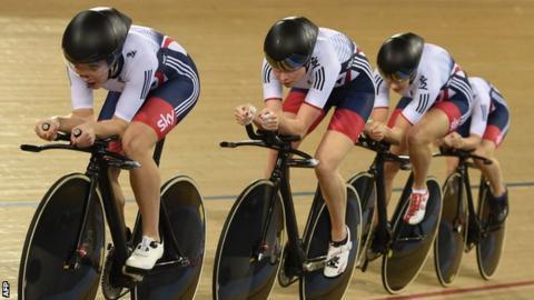 Elinor Barker leads Britain's women's team pursuit