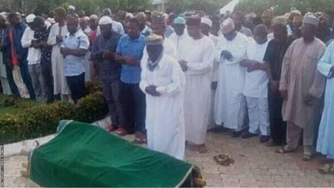 Mourners pay respect to former Nigeria coach Shuaibu Amodu